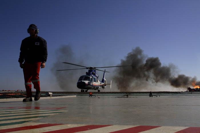 박호광-01- 이동 수단인 헬기는 기상조건에 따라 이착륙을 못하는 경우가 많다. 박호광.jpg